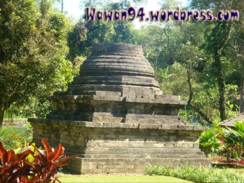 Stupa Candi Sumber Awan